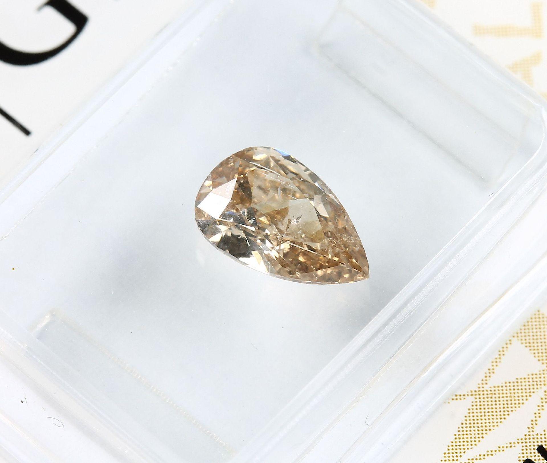 Loser Diamant, 0.81 ct Natural fancy Yellow-Brown, tropfenf. facett., verschweißt, mit GIA-Expertise - Bild 2 aus 4