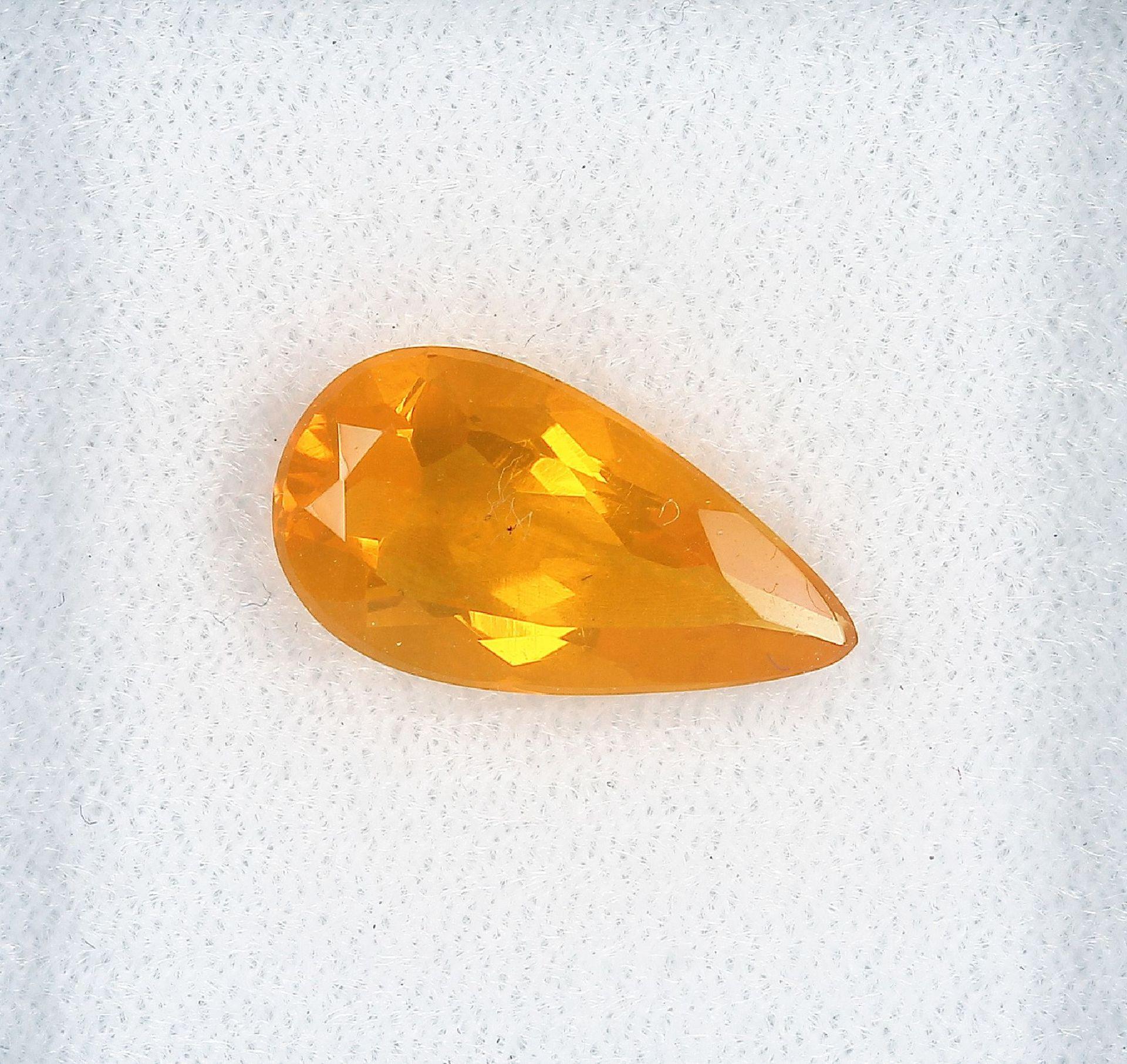 Loser Feueropal, ca. 3.7 ct, tropfenf. facett. Schätzpreis: 230, - EURLoose fire opal, approx. 3.7