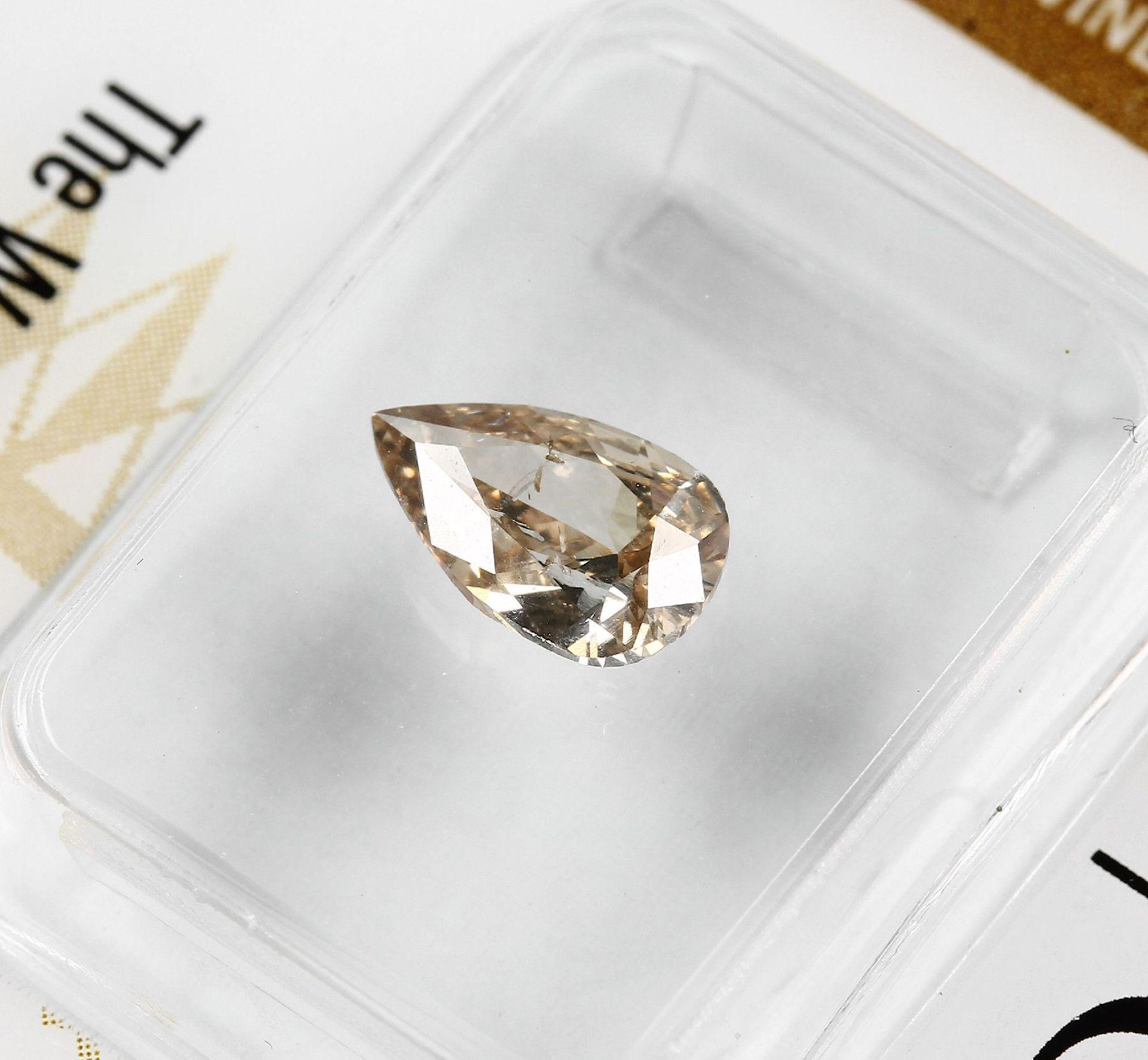 Loser Diamant, 0.81 ct Natural fancy Yellow-Brown, tropfenf. facett., verschweißt, mit GIA-Expertise - Bild 3 aus 4