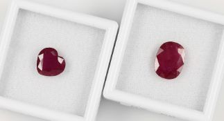 Lot 2 lose Rubine (beh.), best. aus: 1 x ovalfacett. ca. 6.8 ct, 1 x facett. Herz ca. 4.9 ct