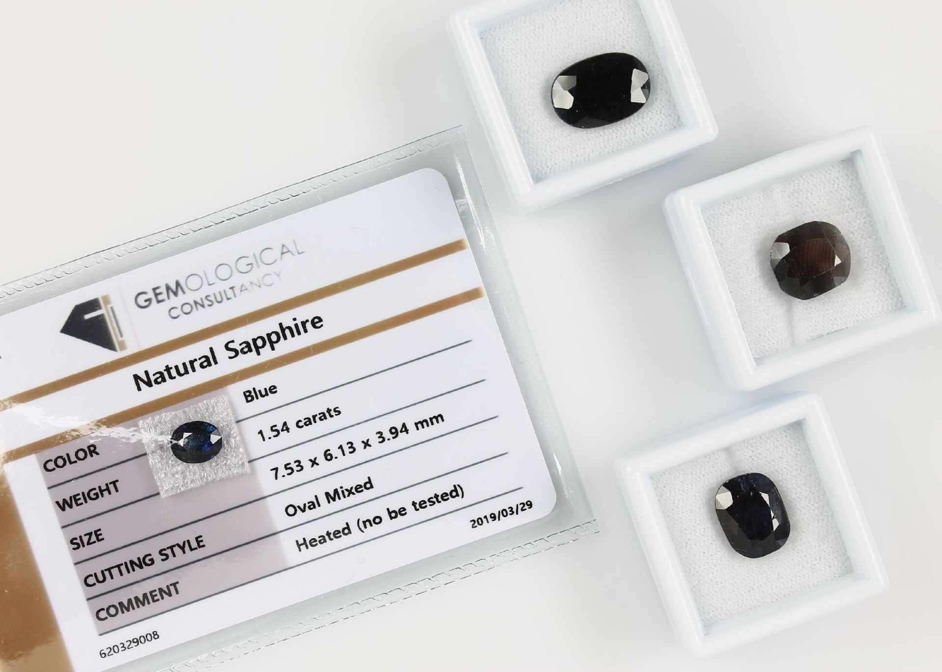 Konvolut 4 lose Saphire, best. aus: 1 x 7.535 ct, oval facett., 9.89 x 14.17 x 5.37 mm, Hitzebeh.,