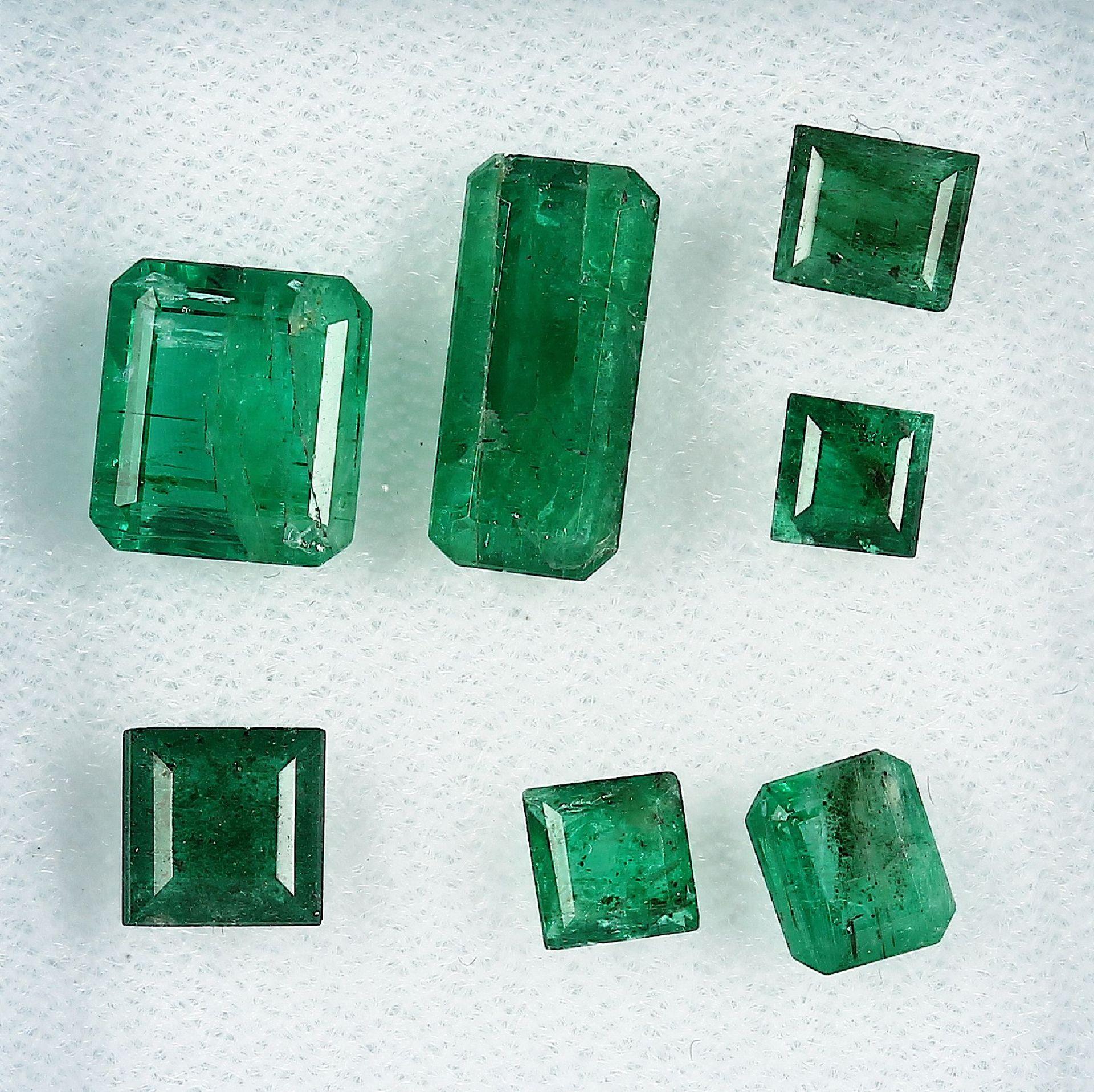 Lot lose Smaragde, zus. ca. 7.4 ct, Smaragdbaguettes in versch. Größen Schätzpreis: 1100, - EURLot