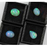 Lot 4 lose Opale, zus. ca. 12.8 ct, Opalcabochons in versch. Größen und Formen, intensives Farbspiel