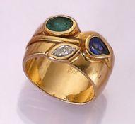 18 kt Gold Ring mit Farbsteinen und Diamant, GG 750/000, facett. Saphirtropfen ca. 0.30 ct,