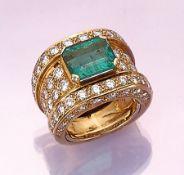 18 kt Gold Ring mit Smaragd und Brillanten, GG 750/000, mittig achteckig facett. Smaragd ca. 3 ct,