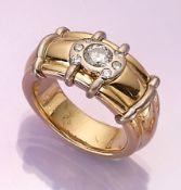 18 kt Gold Ring mit Brillanten, GG/WG 750/000, mittig Brillant ca. 0.70 ct Weiß/p, seitl. 6
