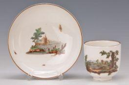 Tasse mit Untertasse, Höchst um 1770, Porzellan, feine Landschaftsmalerei, ideal. Küsten- bzw.
