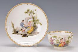 Tasse mit Untertasse, Meissen, um 1760, Maler: Gottlieb Bonaventura Häuer, zwei junge höfische Damen