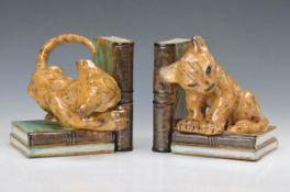 Paar Buchstützen, Königliche Majolika- Werkstatt Cadinen, Elblag, um 1920, Entwurf Arthur Steiner,
