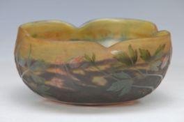 Schale, Daum Nancy Frankreich, um 1910, violett und gelb eingepudertes Glas grün und rot überfangen,