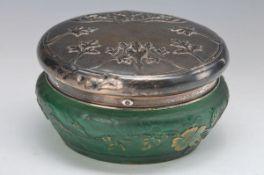 Deckeldose, Daum Nancy, um 1900, grünes Glas, geschnitten und geätzt, umlaufender