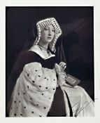 "Hiroshi Sugimoto, geb. 1948, ""Catherine of Aragon"", Offsetdruck, handsign., leichte knicke"