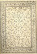 Nain fein (9 La), Persien, ca. 30 Jahre, Korkwolle mit Seide, ca. 357 x 250 cm, EHZ: 2Fine Nain (9