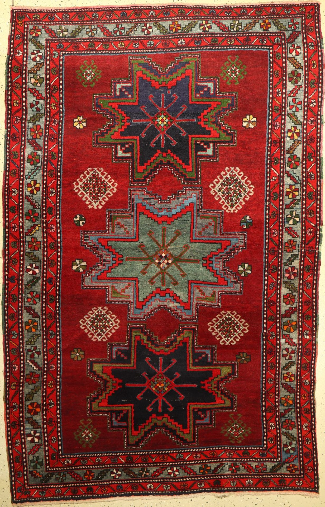 Karabagh (Lesghi Sterne), Kaukasus, um 1940/1950, Wolle auf Wolle, ca. 245 x 158 cm, EHZ: 2-3.