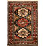 Eriwan alt, Azerbaijan, ca. 50 Jahre, Wolleauf Baumwolle, ca. 190 x 128 cm, EHZ: 2Yerevan Rug ,