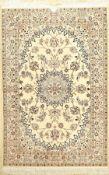 Nain fein (6 La), Persien, ca. 30 Jahre, Korkwolle mit Seide, ca. 160 x 108 cm, EHZ: 2Fine Nain