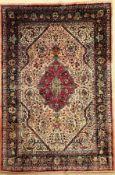 Seiden Täbriz alt (Signiert), Persien, ca. 60 Jahre, reine Naturseide, ca. 210 x 140 cm, EHZ: 2-