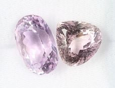 Lot 2 lose Kunzite, zus. ca. 38.2 ct, best.aus: 1 x tropfenf. facett., rose, 1 x Kissenschliff, pink