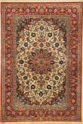 Feiner Esfahan alt, Persien, ca. 40 Jahre, Korkwolle mit und auf Seide, ca. 167 x 113 cm,feine