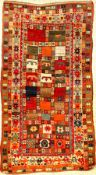 Gabbeh alt, Persien, um 1940, Wolle auf Wolle, ca. 170 x 93 cm, EHZ: 3. Selten, dekorativ.Rare