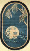 Peking alt (Oval), China, um 1940, Wolle auf Baumwolle, ca. 150 x 90 cm, dekorativ, seltenes Design,