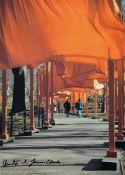 Christo und Jeanne-Claude, The Gates, Farboffset, von beiden handsigniert, ca. 70x50cm, u.Gl., R.