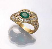 18 kt Gold Ring mit Smaragde und Brillanten, GG 750/000, asymm. Ringschiene, mittig ovalfacett.
