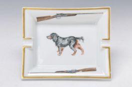 Aschenbecher, Hermes Paris, Porzellan, mit Jagdhund und Gewehren dekoriert, Goldrand, ca.