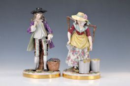 Paar große Porzellanfiguren, Aelteste Volkstedt, 20. Jh., Winzer und Winzerin, bunt bemalt,
