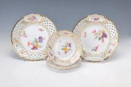 4 Teller, Meissen, um 1890-1905, feine polychrome Blumenbukettmalerei, Goldstaffage,