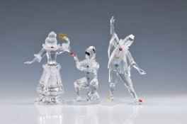 Drei Swarovski-Jahresfiguren, Pierrot und Columbine, 1999 und 2000 und ein Harlekin, Edition