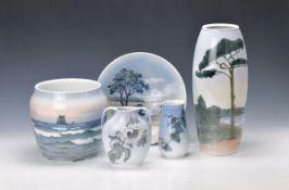 5 Teile Porzellan, Royal Kopenhagen und Bing & Grondahl, 1920er Jahre, alle mit bunter