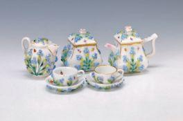 Porzellan-Set, Thüringen, um 1880/90, Kaffeekännchen, H. 9 cm, Milchkännchen, H. 7 cm, Zuckerdose,