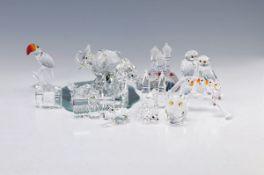 23 Swarovski-Figuren, Kristallglas, geschliffen, u.a. kleine 6-teilige Stadt, russ. Kirche, Tukan