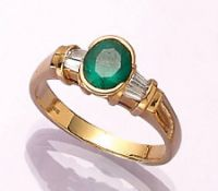 18 kt gold ring with emerald and diamonds , YG 750/000, oval bevelled emerald approx. 1.23ct (