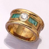 14 kt gold ring with emeralds and brilliant , YG 585/000, brilliant approx. 0.50 ct Top Wesselton/