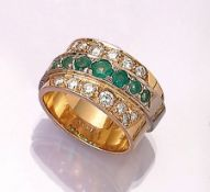 18 kt gold designer band ring with brilliants and emeralds , YG/WG 750/000, 14 brilliants total
