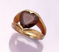 18 kt gold KIM BY WEMPE ring with almandine , RG 750/000, signed, bevelled almandine- heart