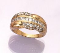 18 kt gold ring with diamonds , YG 750/000, brilliants and diamond carrees total approx. 1.5 ct