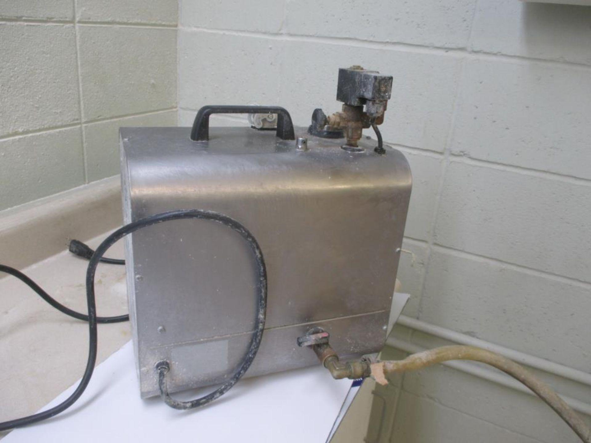 Lot 130 - Steamer