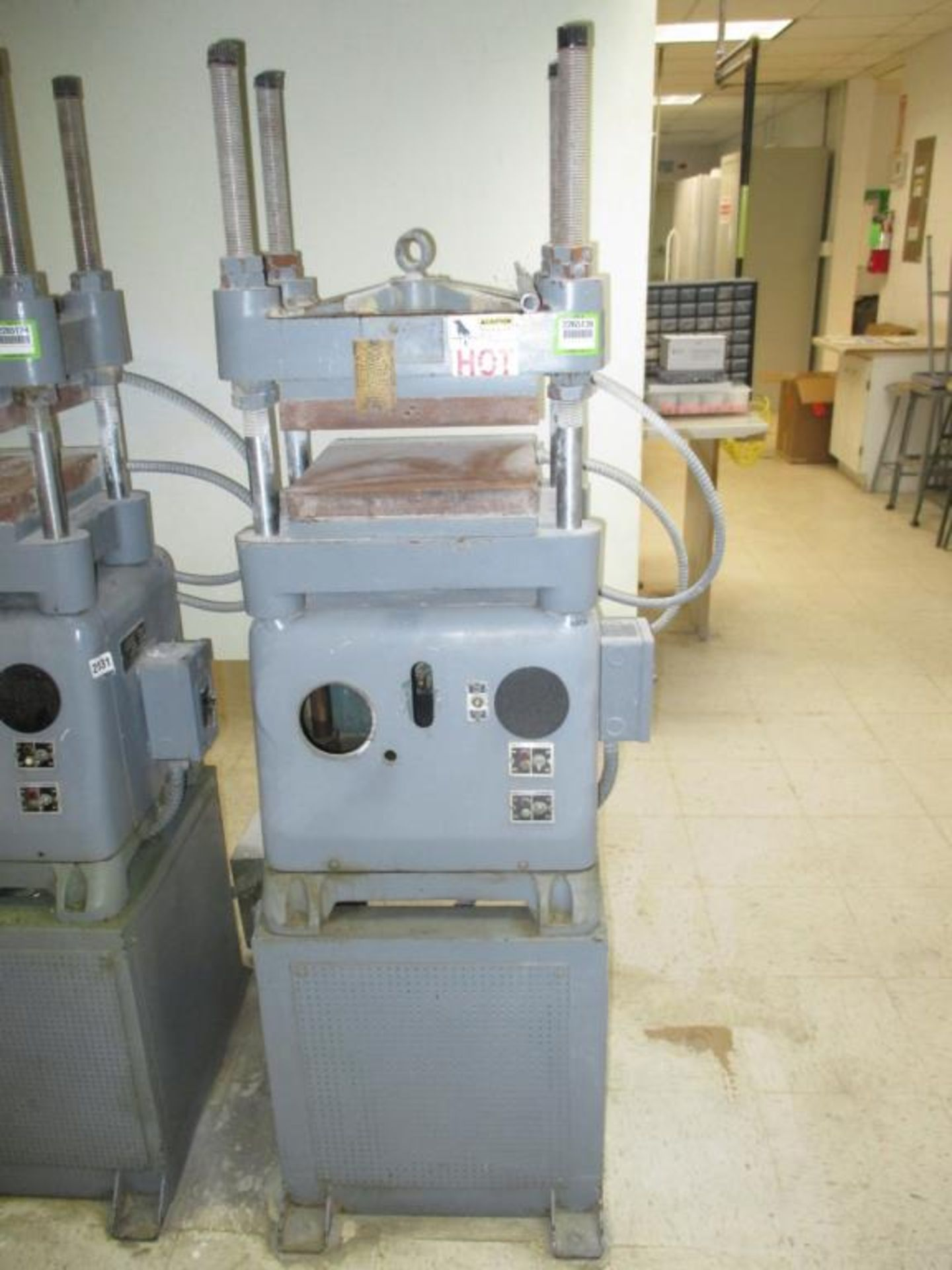 Lot 123 - 12 ton Heated Platen Press