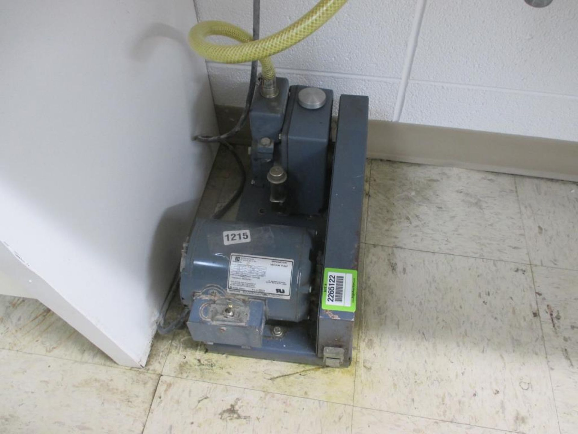 Lot 112 - Vacuum Pump with Chamber