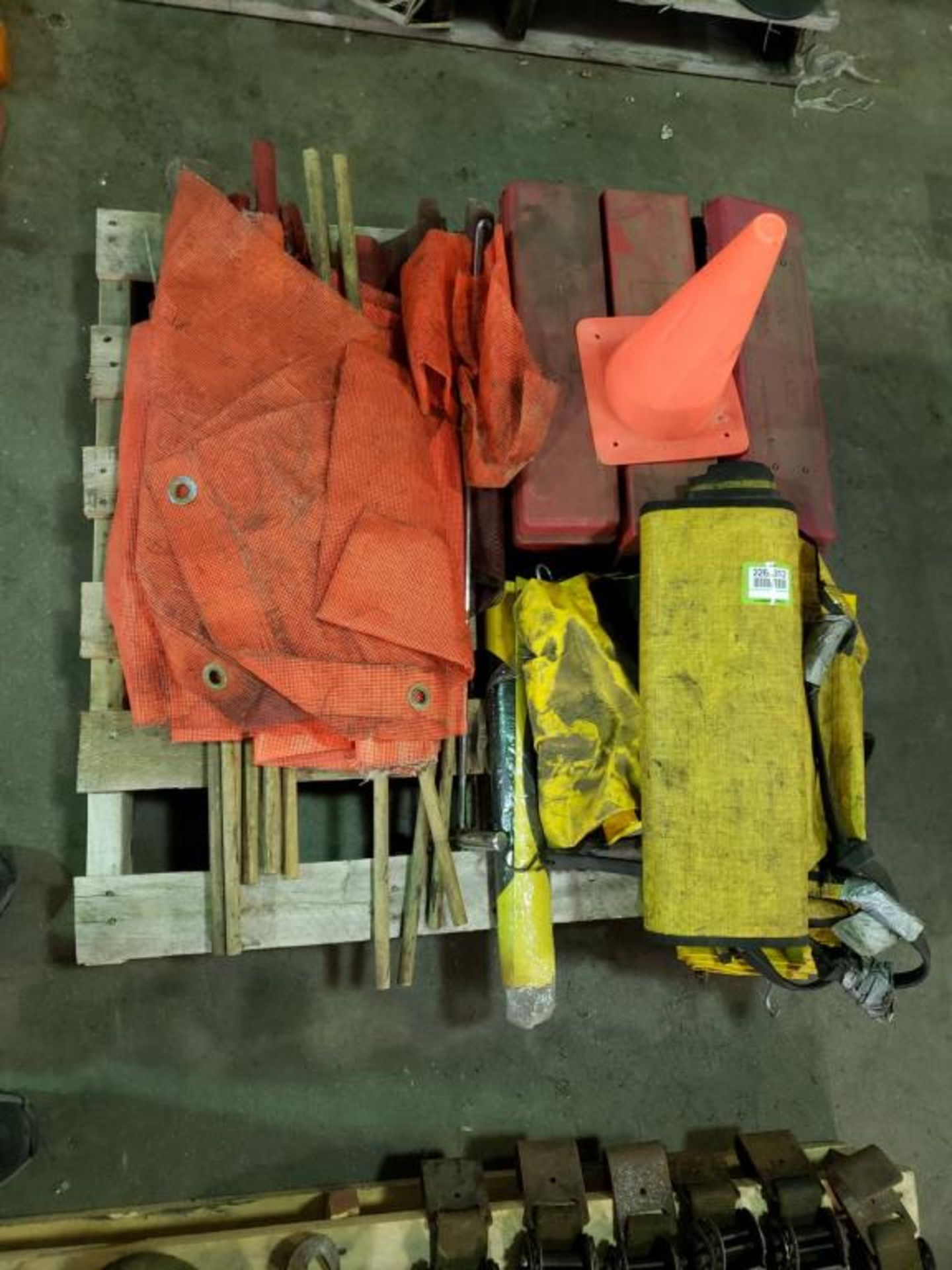 Lot 120 - Safety Road Items