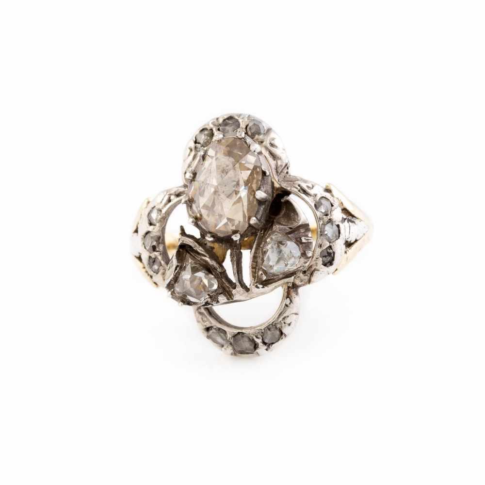 Lot 16 - HISTORISCHER DIAMANT-RING Gelbgold, Silber. Ringmaß ca. 54, Ges.-Gew. ca. 4,4 g. Schiene (wohl