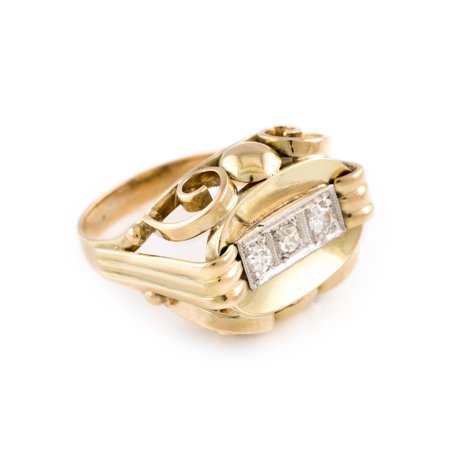 Lot 10 - DIAMANT-RING Gelbgold. Ringmaß ca. 55, Ges.-Gew. ca. 6,9 g. Gest. 585. Drei Diamanten im 8/8- und