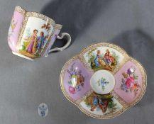 """1 Tasse mit Unterteller Porzellan """"Dresden"""", Malerei im Meißenstil aufglasur, Oberfläche der Tasse"""