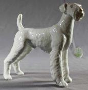 """1 Porzellanfigur, weiß """"Hund, Hollohaza Ungarn"""", H ca. 17,5cm, L ca. 21,5cm- - -23.50 % buyer's"""
