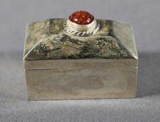 1 kleine Dose in Truhenform Sterlingsilber (925/000), Mexico, Boden innen gestempelt, Deckel mit