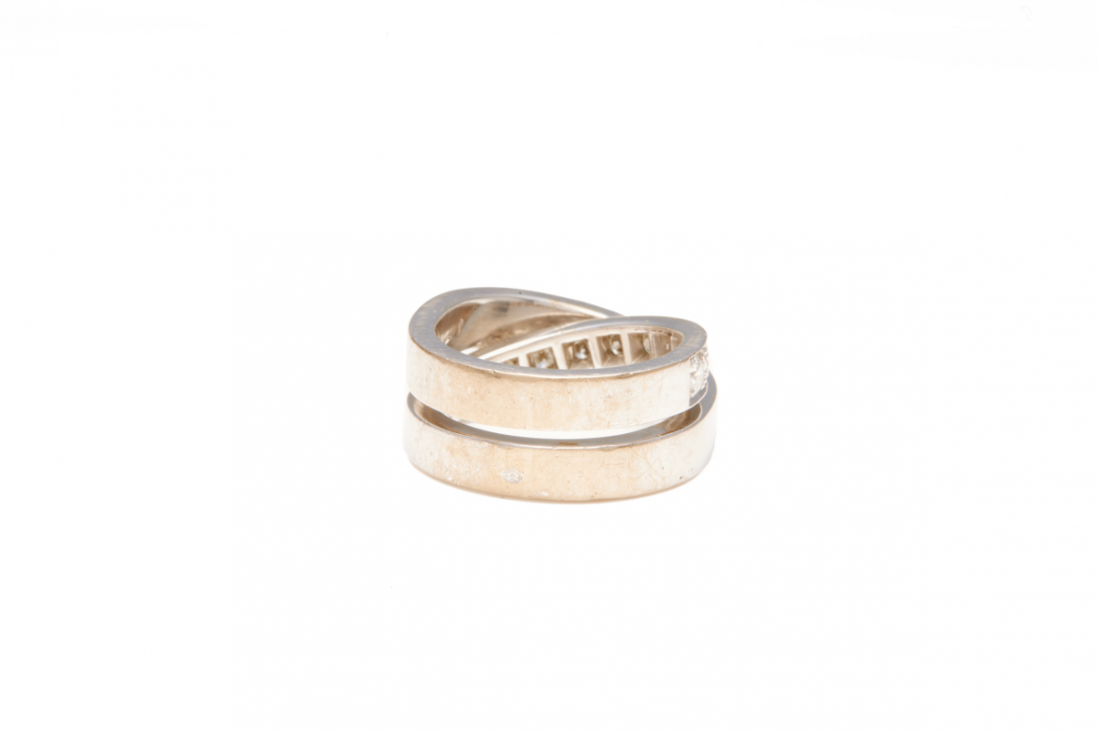 Lot 59 - CARTIER - A 18K WHITE GOLD AND DIAMOND 'PARIS' RING
