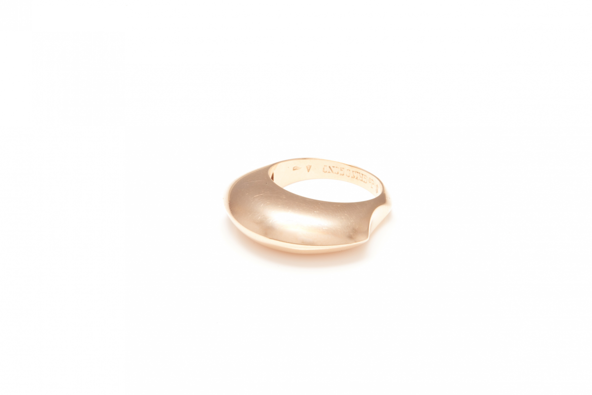 Lot 42 - DE GRISOGONO - AN 18K ROSE GOLD RING
